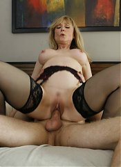 Gorgeous mature Nina Hartley puts on a show and seduces a guy into fucking her on webcam